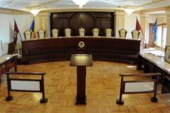 Darea in plata va fi transata de CCR: Bancile au depus peste 150 de sesizari, dar deocamdata e vacanta pentru judecatori