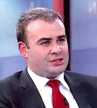Darius Valcov, despre presupusele discutii din cimitir: Zambesc