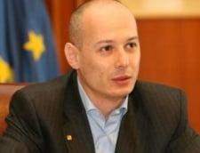 Dat afara de nevasta, Bogdan Olteanu locuieste in Parlament