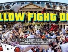 De 1 Aprilie, bucurestenii se bat cu perne la Universitate