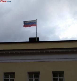 De-a rasul plansul: Au vopsit iarba in verde, sa-l impresioneze de Medvedev (Foto)
