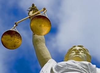 De ce a scazut increderea romanilor in justitie? Presa, Basescu si insasi spaga - printre posibilii vinovati