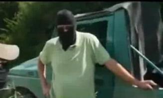 """De ce au fost arestati """"traficantii"""" de arme din reportajul Sky News"""