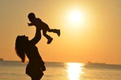 De ce este azi Ziua mamei si nu pe 8 Martie. Celebram si Ziua tatalui tot in luna mai