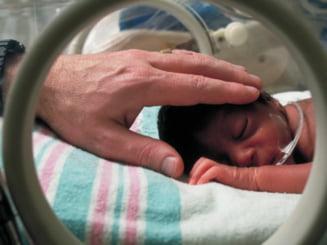 De ce mor bebelusii in Romania. Cauzele, usor tratabile in tarile dezvoltate