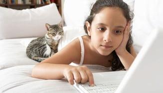 De ce nu ar trebui sa-ti lasi copilul pe Twitter si Facebook