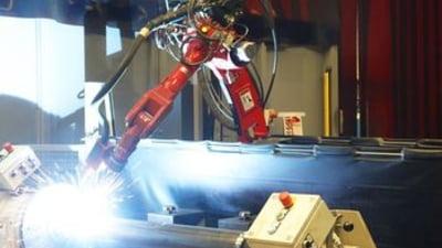 De ce nu avem mai multi roboti in fabricile din Romania? Pentru ca e mult mai ieftin sa angajezi oameni