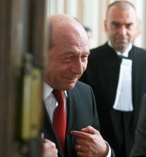 De ce nu da Basescu in judecata (Opinii)