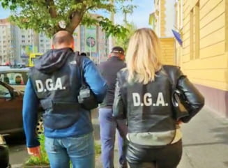 """De ce se """"manjesc"""" politistii cu spaga infractorilor. Cazuri celebre de politisti care si-au ratat cariera. """"Noi avem spaga in ADN"""""""