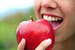 De ce se ingalbenesc dintii si cum putem remedia asta