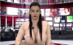De dragul audientei, un post TV isi obliga prezentatoarele sa citeasca stirile aproape dezbracate