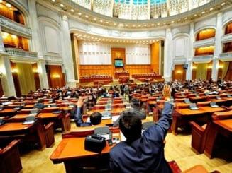 """Decizii la PD-L: Ministrii si secretarii de stat au grija sa nu se mai voteze """"din greseala"""""""