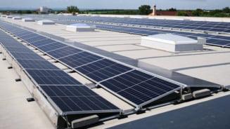 Dedeman isi instaleaza centrale electrice fotovoltaice pe acoperisurile magazinelor