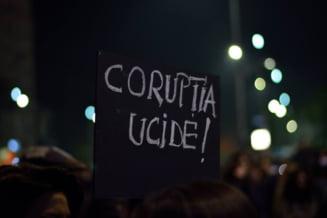 Demisiile de azi nu rezolva problema: Studentii si elevii cer proteste in continuare