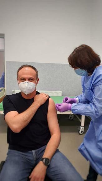 "Demnitarii din Basarabia trec Prutul pentru a se vaccina. ""Va indemn si pe voi sa va inregistrati in Romania"" FOTO"