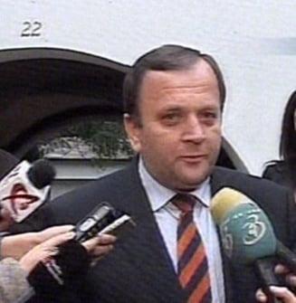 """Democrat-liberalii il lauda pe Basescu pentru anuntul facut """"dintre cetateni"""" (Video)"""