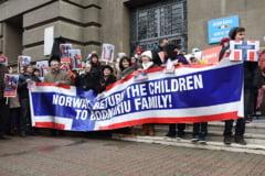 Demonstratii in marile orase din Romania pentru familia copiilor luati de autoritatile norvegiene