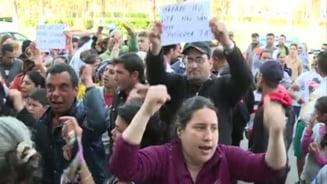 Demonstratii in strada pentru Mazare: O femeie suparata pe edil, la un pas de a fi linsata