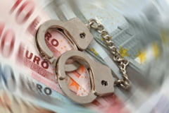 Denuntatori de politisti, trimisi in judecata pentru evaziune