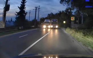 """Depășire inconștientă a unui șofer de camion, într-o curbă cu vizibilitate minimă. """"Mulțumesc Fan Curier că mi-ai traumatizat copiii"""" VIDEO"""