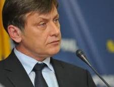 Deputat PNL: Antonescu e candidat si al dreptei si al stangii. Lui Geoana ii bate vantul in cap