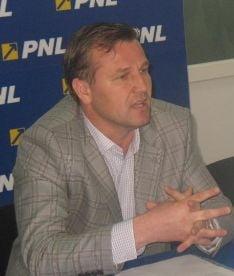 Deputat PNL: Chiliman e o marioneta trista in mana cuiva