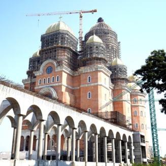"Deputat USR-PLUS: ""Cum ar fi sa avem un centru de vaccinare in Catedrala Neamului? Cum ar fi sa-l vedem pe Patriarhul Daniel coordonand o asemenea campanie?"""
