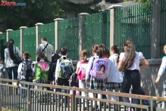 Deputatii au decis in unanimitate: Parintii isi pot lua zile libere pana la incheierea anului scolar