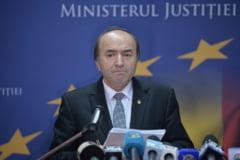 """Deputatii dezbat, marti, motiunea simpla impotriva lui Toader, """"un ministru de nota 4"""""""