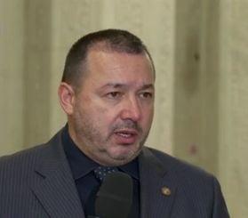 """Deputatul """"cu mitraliera"""" ameninta USR cu plangeri penale pentru instigare la revolta si vrea demiterea conducerii Jandarmeriei"""