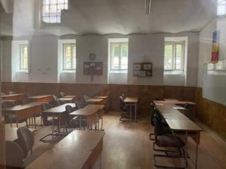 """Deputatul USR Ungureanu atrage atentia ca la Liceul """"Gheorghe Sincai"""" din Cluj nu se respecta normele de siguranta sanitara"""