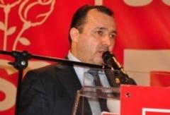 """Deputatul cu """"mitraliera"""" a fost pus sub invinuire pentru nerespectarea regimului armelor si munitiilor"""