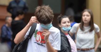 Desi Timisoara are o rata de infectare de peste 7, elevii (inca) merg fizic la cursuri. Subprefectul Ovidiu Draganescu a cerut o schimbare de procedura