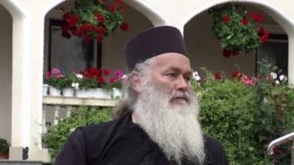 Desi a fost testat negativ, marele duhovnic, parintele Ghelasie, a fost tratat de COVID-19 si a decedat. Acum medicii sunt anchetati!
