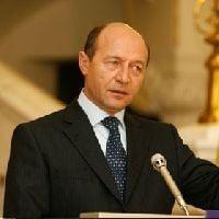 Desi i-a furat startul lui Roman, Basescu il acuza ca e impostor