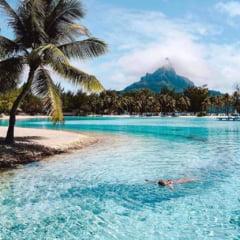 Destinatii exotice care iti taie rasuflarea: plaje cu nisipuri rosii, lagune ascunse si scufundari printre rechini