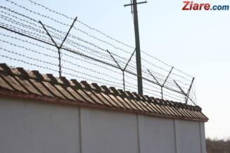 """Detinutii-scriitori ies cu 20 de zile mai devreme, oricata """"inspiratie"""" au. Ordonanta lui Ciolos a trecut la limita de Senat"""