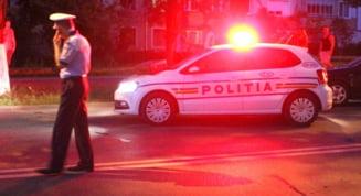 Dezastru pe sosea, produs de un sofer teribilist, urmarit de Politie. Era baut si fara permis auto