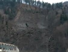Dezastrul continua la Azuga: strada si gospodariile au fost inundate in zona alunecarii de teren