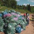 Dezastrul de pe lacul Belis din Apuseni. Peste 120 de voluntari au adunat tone de deseuri. S-au gasit gunoaie aruncate in urma cu 40 de ani