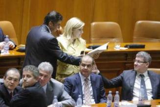Dezonoarea PD-L si arma lui Basescu (Opinii)