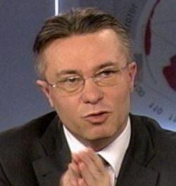 Diaconescu sustine ca a fost amenintat sa se retraga din cursa electorala