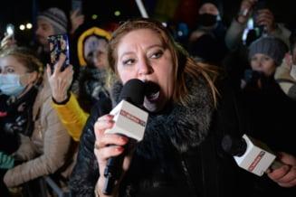 """Diana Sosoaca, limbaj agresiv si amenintari la adresa sefei de la """"Marius Nasta"""": """"Eu sunt doamna senator Sosoaca! Va dati seama ce se va intampla, nu?"""""""
