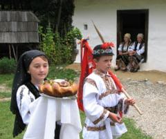 Din nou SARBATOARE in MUZEUL ASTRA! Festivalul National al Traditiilor Populare, editia a XIV-a: 250 de artisti, mestesugari, interpreti vocali si instrumentali