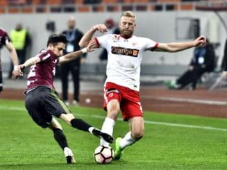 Dinamo castiga controversat la Cluj si urca pe primul loc in clasamentul Ligii 1