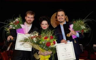 Dintre 184 de tinere talente de pe tot mapamondul, tenorii romani Ioan Hotea si Adrian Dumitru au triumfat la Concursul Darcle din Braila
