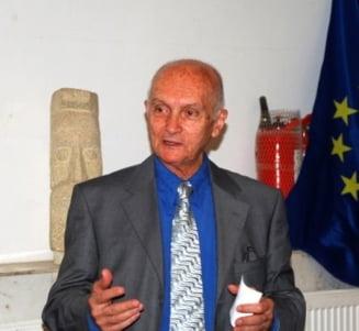 Dinu Zamfirescu: Pentru Basescu, filele Constitutiei au fost hartie igienica