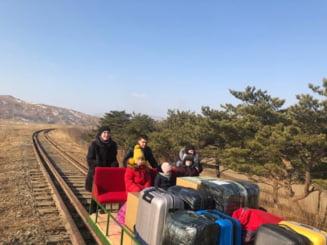 Diplomati rusi trimisi acasa din Coreea de Nord intr-un carucior impins pe sine