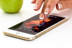 Directorul Apple: Datele personale ale clientilor sunt folosite ca o arma cu eficienta militara