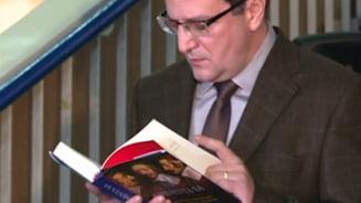 Directorul SRI a lansat o carte la Targul Gaudeamus